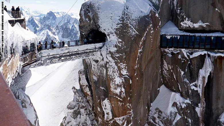 141023151859-footbridge-agu_0