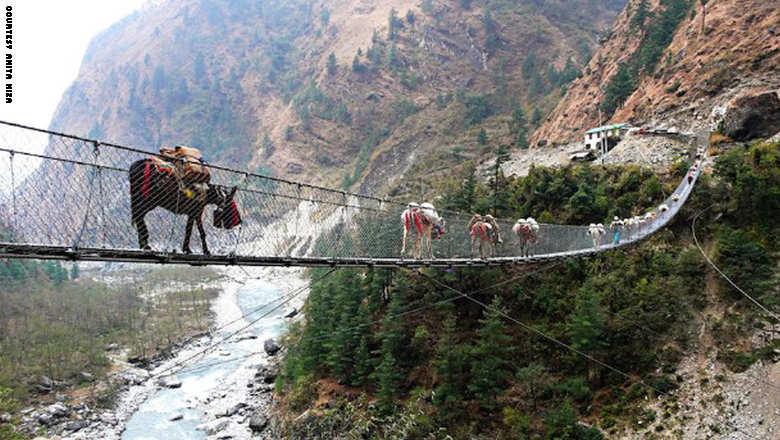 141023153438-footbridge-han_0
