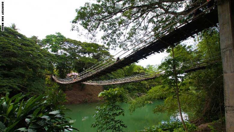 141023153723-footbridge-boh_0