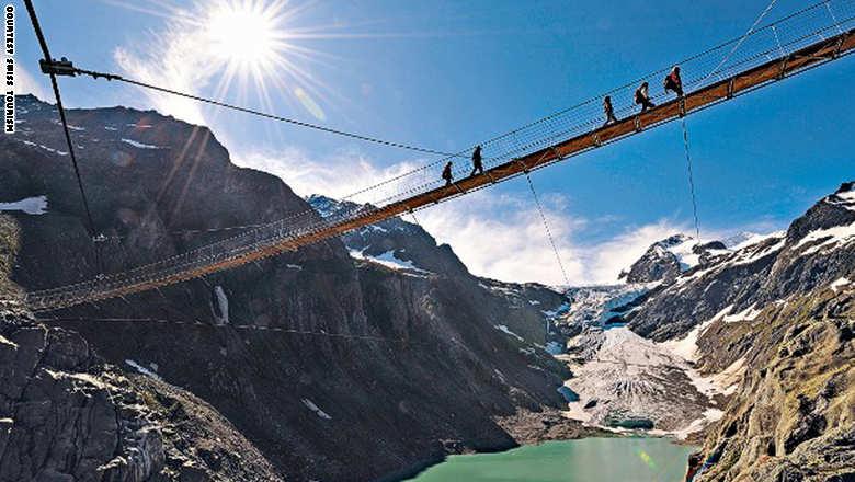 141023171133-footbridge-tri_0
