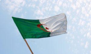 الجزائر تتوقع زيادة صادرات النفط والغاز 4.1% في 2015