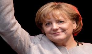 ميركل ترفض خروج اليونان من منطقة اليورو