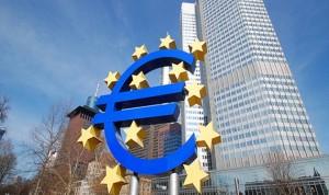 تعافي الدولار وتراجع الإسترليني في المعاملات الأوروبية