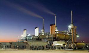 ايران والكويت تخفضان سعر بيع النفط