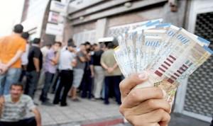 الخلاف بشأن المرتبات يهدد السلام في قطاع غزة