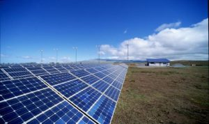 دبي تطلق مشروعا لانتاج 200 ميغاواط من الطاقة الشمسية