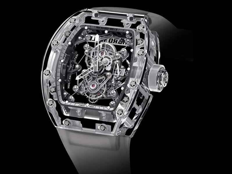 3d15a1920ca3a ساعة لانج وسوهن Lange   Söhne  يبلغ سعرها 2.05 مليون دولار، وتتكون من 876  جزءًا منفصًلا. وقد استغرق تصميم الواحدة منها عامًا كاملًا.