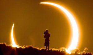 كسوف الشمس يبلغ ذروته في الـ12:30 ويحذّر النظر اليه بالعين المجرّدة