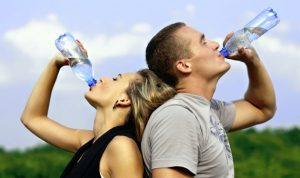 الإكثار من شرب الماء يضرّ أكثر ممّا يفيد!