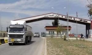 تدهور الأوضاع الأمنية عند الحدود السورية – الأردنية شاحنات لبنانية عالقة بحمولتها الزراعية تنتظر مَن يُنقذها