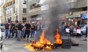 إعتصام لمياومي الكهرباء في اقليم الخروب احتجاجا على صرف 8 عمال