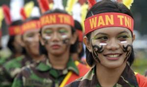 """""""هيومن رايتس ووتش"""" تطالب الجيش الإندونيسي بوقف """"كشف العذرية"""""""