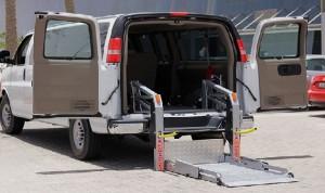 لم يجد سيارة لكرسيه المتحرك فأسس شركة سيارات ليموزين لذوي الاحتياجات الخاصة في قطر