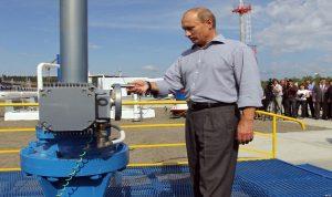 لماذا ترفع روسيا إنتاج النفط على الرغم من هبوط أسعاره؟
