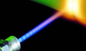 """أشعة ليزر """"غادرة"""" تحرق عين طيار في السماء"""