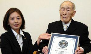 وفاة أكبر رجل معمر في العالم عن 112 عامًا