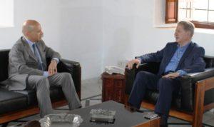 الجميل عرض والسفير الايطالي المستجدات السياسية