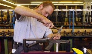 تراجع صناعة الأسلحة الصغيرة في سويسرا