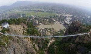 بالصور.. الصين تفتتح أطول جسر زجاجي معلق في العالم!