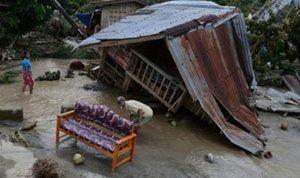 إصابة 6 أشخاص في إعصار وفيضانات وسط اليابان