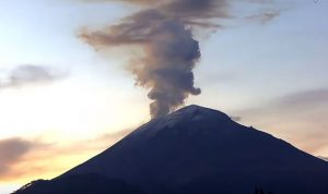 بركان يهدد أحياء مكسيكو سيتي الجنوبية
