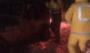 بالصور… انقاذ محتجزين على طريق ضهر البيدر