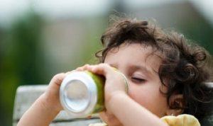 """بريطانيا: ضريبة المشروبات الغازية المثيرة للجدل """"تضر بالأسر الأشد فقرا"""""""