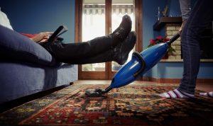 «الذكورية»: ماذا عن قيمة العمل المنزلي؟