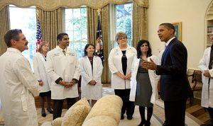 أميركا: بعيدا عن الكفاءة .. دخل الاطباء يرتبط بالعرق والجنس
