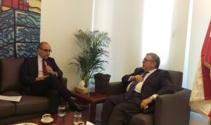 رئيس جمعية الصناعيين بحث والسفير التونسي في تطوير التعاون