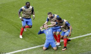 الديوك تصيح وجليد ايسلندا يذوب…فرنسا تضرب موعداً ناريّاً مع المانيا