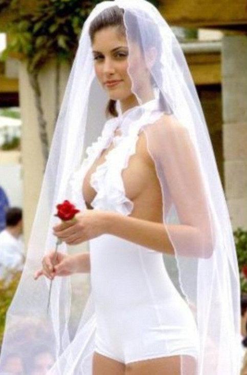 نتيجة بحث الصور عن أسوء فساتين زفاف في العالم