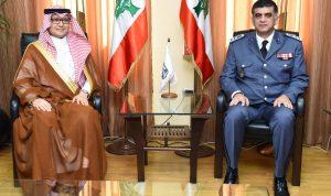 عثمان عرض مع بخاري الأوضاع