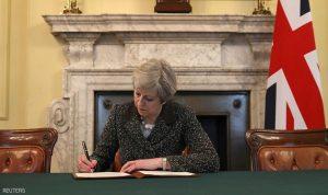 تيريزا ماي توقع خطاب خروج بريطانيا من الاتحاد الأوروبي