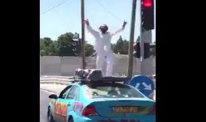 """بالفيديو: يهودي متطرف يرقص وسط الطريق على انغام """"بشرة خير""""!"""