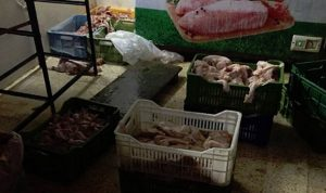 مداهمة مستودع لبيع الدجاج في المرج وتلف محتوياته