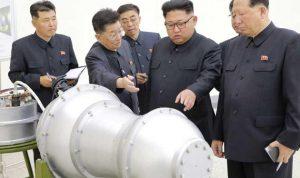 زعيم كوريا الشمالية يتفقد رأسا حربية لقنبلة هيدروجينية