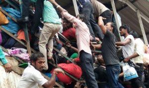 """بالصور والفيديو… """"تدافع مأسوي"""" في الهند"""