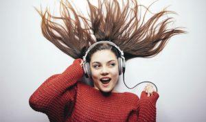 الإستماع للموسيقى المبهجة قد ينتج أفكاراً مبتكرة