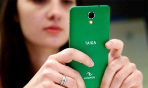 روسيا تتحدى أبل… هاتف أرخص من آيفون وضد التنصت