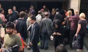 """بالصور والفيديو… انفجار بمحطة مترو """"تاور هيل"""" في لندن"""