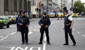 اعتقال رجل يحمل فأسا قرب قصر باكنغهام في بريطانيا