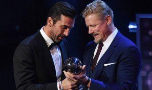بوفون يفوز بجائزة أفضل حارس في العالم