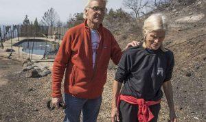 """زوجان ينجوان من حرائق كاليفورنيا بأذكى و""""أبسط"""" طريقة"""