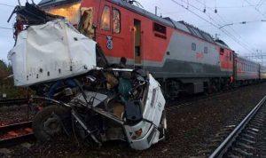 سقوط قتلى في تصادم بين قطار وحافلة في روسيا