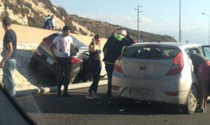 جرحى نتيجة حادث سير على طريق المنصف