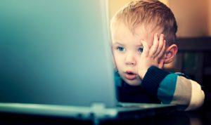 ماذا تفعل إذا اكتشفت زيارة طفلك للمواقع الجنسية؟