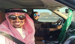 """بالصور: السعوديات خلف المقود.. و""""السيلفي"""" سيد الموقف"""