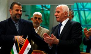 """""""فتح"""" و""""حماس"""" تنهيان الانقسام الفلسطيني بمصالحة تاريخية"""