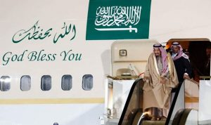 العاهل السعودي يغادر روسيا ويبعث رسالة إلى بوتين